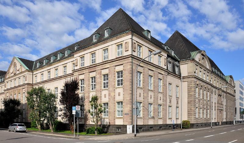 800px OLG und LG Saarbrücken - Landgericht Saarbrücken erklärt politische Verfolgung für zulässig