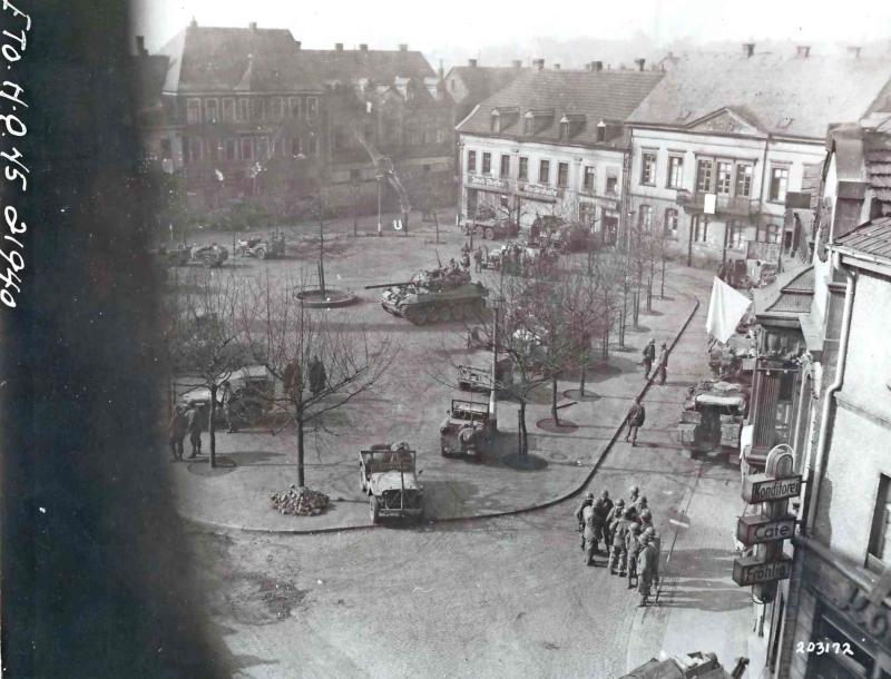 carlosmrosek.com stwendel 1945 schlossplatz 1 - Historische Demokratie-Demo in St. Wendel